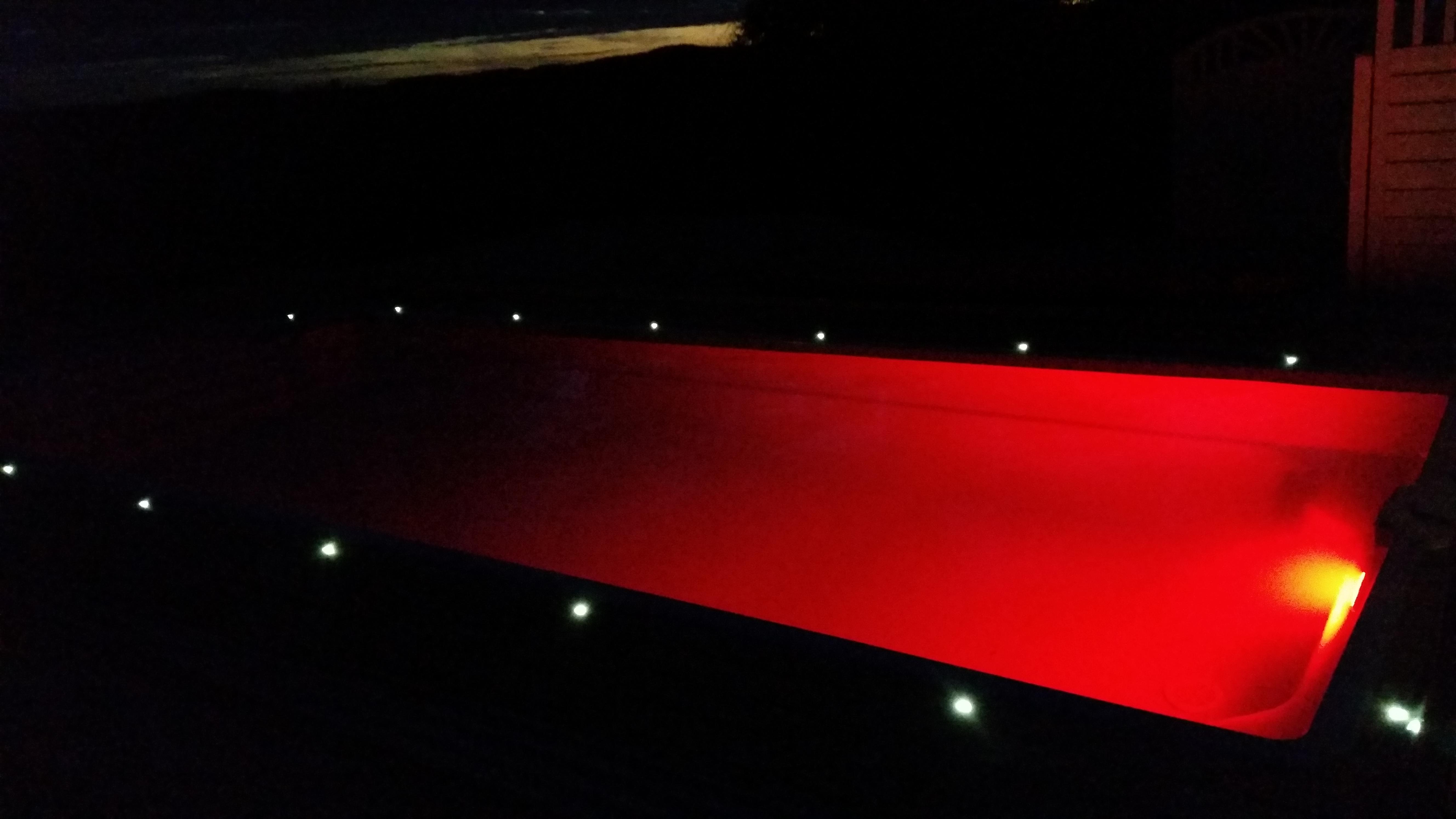 Hydro glassfiberbasseng rødt lys